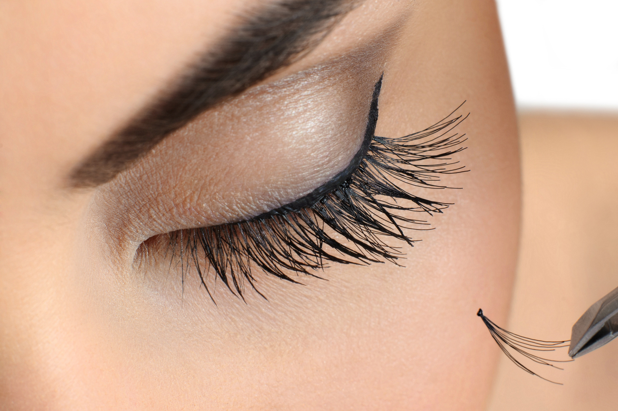 how much do eyelash extension cost