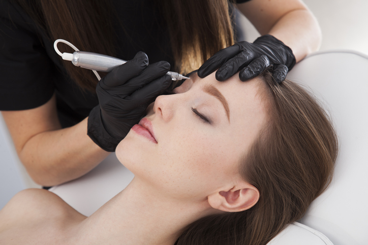 How to choose a permanent makeup stylist